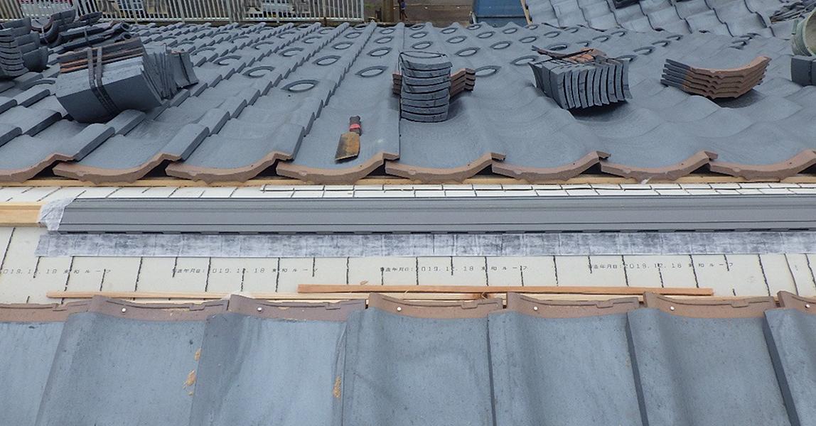 棟換気  棟換気により、屋根裏の空気循環ができると 結露の軽減につながります。